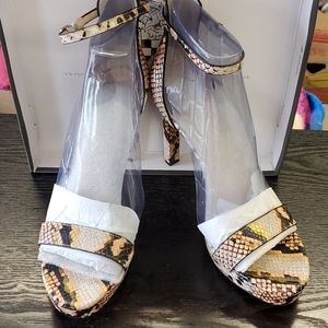 VINCE CAMUTO FAUX SNAKESKIN HEELS SIZE 10